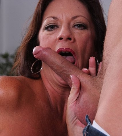 Margo Sullivan Seduced By A Cougar
