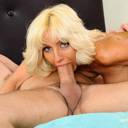 mc-tara-holiday-sucking-cock